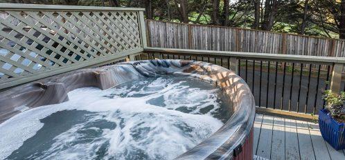 Caspar room's hot tub