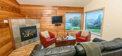 Caspar room's living room