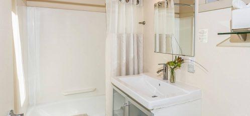 Humboldt room's bathroom