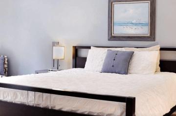 Mendocino Cottage's Bed